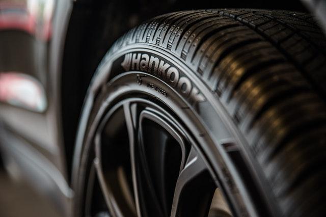Detail na čiernu pneumatiku hankook